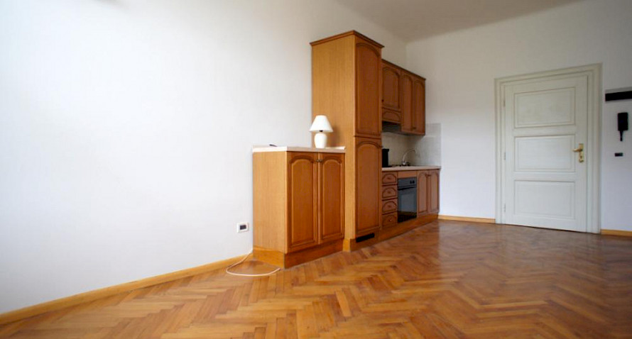 2-roomed apartment, garage included Bild