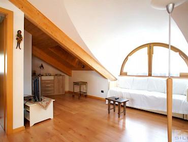 ampio bilocale+ mansardato con garage al centro - immobilien siller - Soggiorno Luminoso