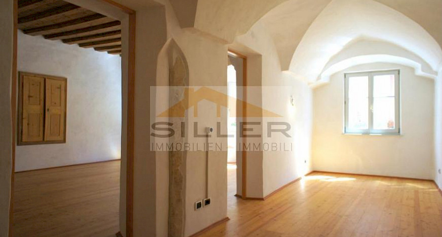 3-room apartment, centrally located with parking space Bild