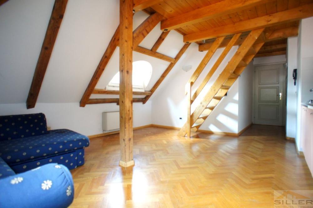1 5 z wohnung in der mansarde mit garage immobilien siller. Black Bedroom Furniture Sets. Home Design Ideas