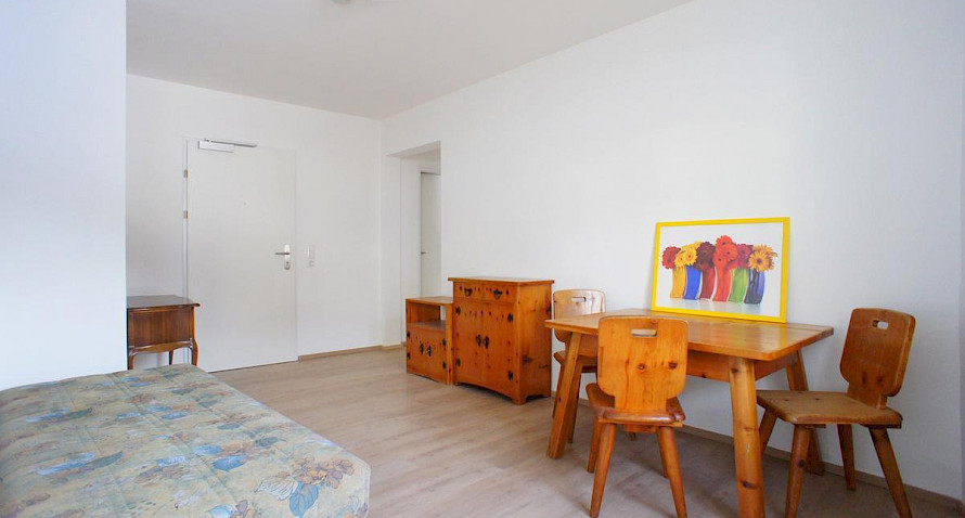 3-roomed apartment or 2 person flatshare Bild