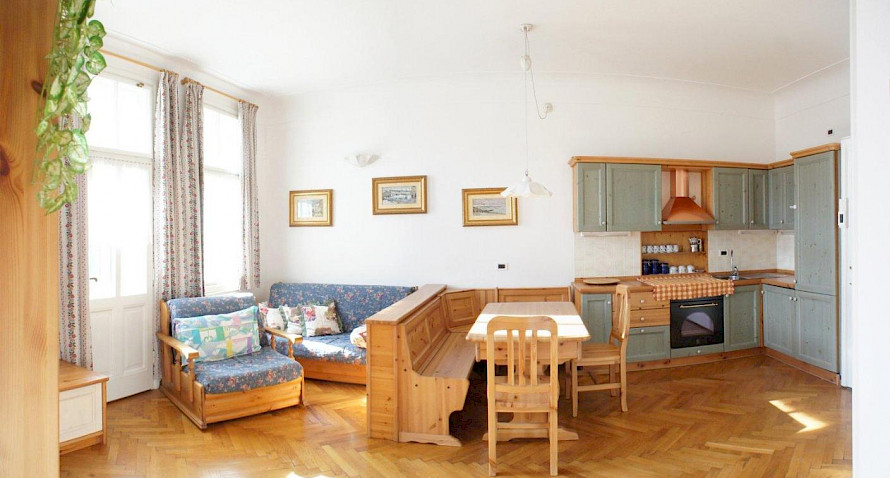 special 3,5-roomed attic-apartment, 2 garages included Bild