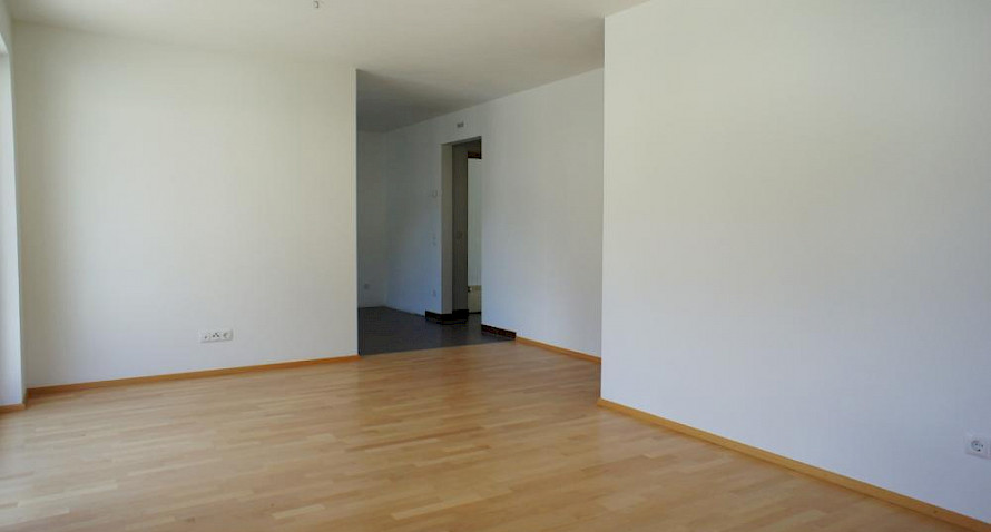4-roomed apartment with car port Bild