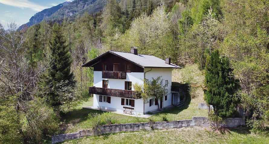 farmhouse with panoramic view Bild